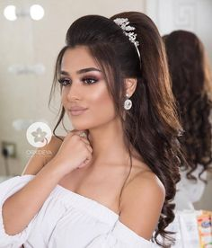 Wedding makeup looks and hairstyles, soft glam wedding makeup looks wedding and . wedding engagement hairstyles 2019 - : Wedding makeup looks and hairstyles, soft glam wedding makeup looks wedding and . Natural Wedding Makeup, Wedding Hair And Makeup, Bridal Makeup, Bridal Hair, Hair Makeup, Hairstyle Wedding, Style Hairstyle, Engagement Hairstyles, Bride Hairstyles