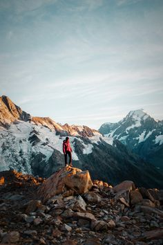 Discover the best hikes in New Zealand. We've curated our favorite 26 hikes in New Zealand's North and South Islands. The list includes short and long day hikes as well as overnight hikes to mountain huts. New Zealand Adventure, New Zealand Travel, Travel Images, Travel Photos, Hiking Guide, Hiking Trails, Best Hikes, South Island, Day Hike