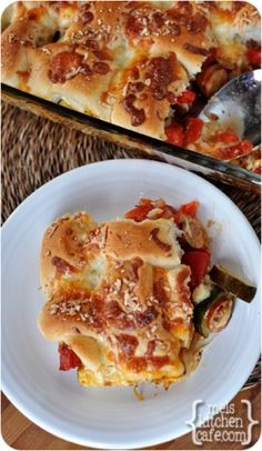 melskitchencafe.com: Pizza and Breadstick Casserole.  Made this for dinner tonight.  It was pretty AND yummy.  Can use a lot of different veggies in it.
