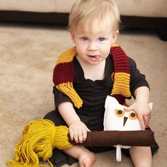 Harry Potter Baby and Toddler Costume, from World of Geekcraft, by Susan Beal Johnson Johnson Cole! Cute Kids Halloween Costumes, Toddler Costumes, Cute Costumes, Halloween Books, Dobby Costume, Baby Cosplay, Harry Potter Crochet, Nerd Crafts, Harry Potter Halloween