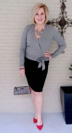 Best Outfits For Women Over 50 - Fashion Trends Fashion For Women Over 40, 50 Fashion, Womens Fashion For Work, Women's Fashion Dresses, Plus Size Fashion, Spring Fashion, Casual Dresses, Fashion Trends, Fashion Videos