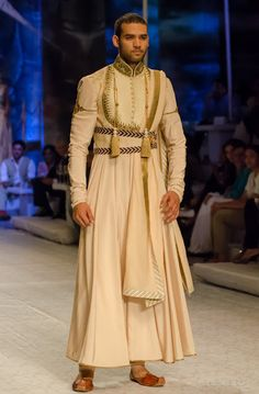 JJ Valaya India Bridal Fashion Week 2013 The Maharaja of Madrid Indian Men Fashion, India Fashion, Mens Fashion, Japan Fashion, European Fashion, Street Fashion, Fashion Models, Fashion Trends, Outfits Inspiration