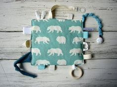 Baby Sewing Projects, Sewing For Kids, Sewing Crafts, Handmade Baby, Diy Baby, Sewing Baby Clothes, Baby Presents, Baby Couture, Baby Sensory