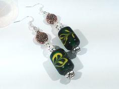 boucles d'oreille indonésiennes en perles lampwork et métal bronze supports crochets métal argenté : Boucles d'oreille par chely-s-creation