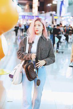 Ryujin at the ICN Airport heading to Paris for Louis Vuitton Fashion Week Kpop Fashion, Korean Fashion, Girl Fashion, Airport Fashion, South Korean Girls, Korean Girl Groups, Kpop Mode, Pajamas All Day, Kpop Outfits