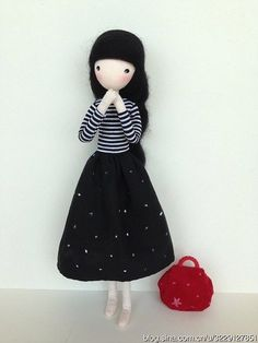 The Perfect DIY Pretty Mini Doll - http://theperfectdiy.com/the-perfect-diy-pretty-mini-doll/ #DIY, #Giftidea