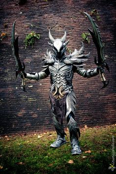 Daedric Armor from Skyrim Cosplay by on DeviantArt Skyrim Armor, Skyrim Cosplay, Cosplay Armor, Male Cosplay, Best Cosplay, Awesome Cosplay, Daedric Armor, Iron Man Cosplay, Armor For Sale
