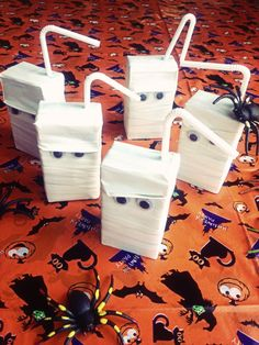 Trick-or-treaters will love these mummy juice boxes for Halloween.
