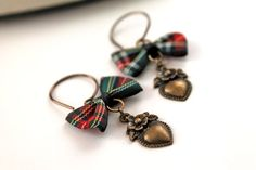 Hey, I found this really awesome Etsy listing at https://www.etsy.com/listing/185530862/outlander-heart-and-plaid-bow-dangle