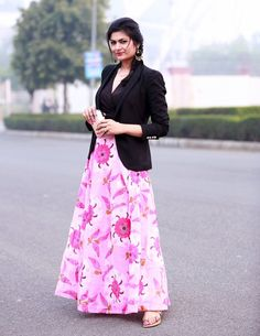 Image from http://fashion.makeupandbeauty.com/wp-content/uploads/2014/01/maxi-dress-with-blazer.jpg.