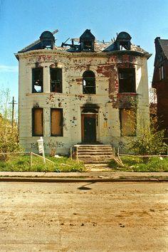 Abandoned in Brush Park, Detroit, MI. Abandoned Buildings, Abandoned Detroit, Abandoned Property, Old Abandoned Houses, Abandoned Mansions, Old Buildings, Abandoned Places, Old Houses, Abandoned Castles