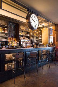 5 Colorful Home Bars - Home Bar Design Ideas Bistro Design, Pub Design, Sport Bar Design, Design Bar Restaurant, Deco Restaurant, Pub Interior, Bar Interior Design, Bar Deco, Modern Home Bar