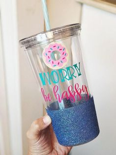 Donut worry be happy glitter tumbler Vinyl Tumblers, Acrylic Tumblers, Personalized Tumblers, Mason Jar Tumbler, Tumbler Cups, Mason Jars, Glitter Projects, Vinyl Projects, Twin Birthday Parties