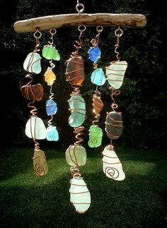 element lucht: windmobiel van stukjes glas of knikkers