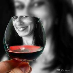 Um brinde ao nosso sonho de amar e ser amado! Um brinde ao amor! Tim Tim