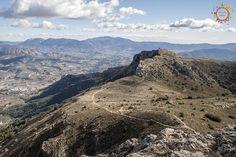 ¡Hola viajeros! Nos volvemos a ir de ruta, hoy os llevo hasta el Montcabrer, la tercera cima más alta de la provincia de Alicante con 1389 metros sobre el nivel del mar y está en pleno Parque Natural de la Sierra Mariola. Para empezar la ruta deberemos ir en coche hasta la pequeña población de …