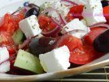 Rețetă Salată grecească Caprese Salad, Fruit Salad, Cheese, Food, Crafts, Diet, Greece, Cheese Recipes, Fruit Salads