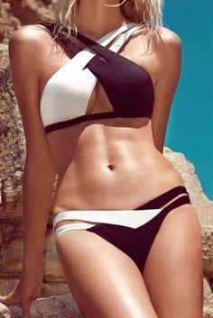 2d6e00eb7eaa Dámské dvoudílné designové plavky s vycpávkami – černobílé