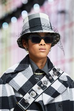 Christian Dior Fall 2019 Ready-to-Wear Collection - Vogue Christian Dior, Plaid Fashion, Fashion Show, Womens Fashion, Fashion Edgy, Fashion Hats, Fashion Jewelry, Designer Bucket Hats, Suits Tv Shows