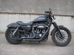 Harley Davidson Iron 883 with V exhaust. I want 1!
