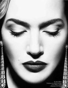 Kate Winslet - Vogue Espana - Photo by Miguel Revereigo - Makeup by Lisa Eldridge. The photographer is amazing.and I always ADORE Lisa Eldrige's makeup work. Kate Winslet, Lisa Eldridge, Photo Portrait, Vogue Spain, Celebrity Portraits, Celebrity Faces, Celebrity Photos, Famous Women, Celebs