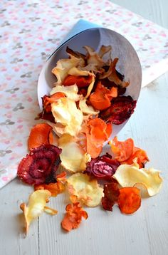 love these chips Baked Vegetables, Fruits And Veggies, Feel Good Food, I Love Food, Healthy Recepies, Healthy Snacks, Vegan Recipes, Tapas, Vegetable Chips
