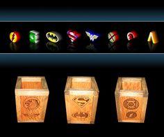Portalápices DC Cómics: Justice League Vase, Home Decor, Geek Crafts, Drawers, Hand Made, Decoration Home, Room Decor, Vases, Home Interior Design