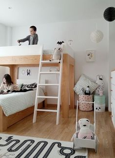 Sharing a room can be fun if there is room for both kids - make sure there is room for both private space and for playing and relaxing | Cool Bunk Bed | Share Room | Kids Shared Room | Twins Bed | Alternativ Bunk Bed |