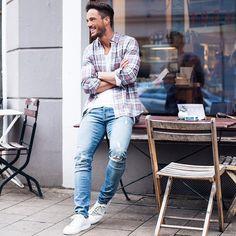 "Daniel en Instagram: ""Wish you all a nice Sunday! Shirt: @topman Jeans: @hm Sneaker: @axelarigato #sunday"""