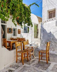"George Kormpos 🇬🇷 sanoo Instagramissa: ""Check my accounts ⤵️ Follow @ALLURING_WINDOORS @ALLURING_CITYSTREETS @ALLURING_GREECE and @ALLURING_ISLANDS #wu_Greece #greeceshotz…"" Outdoor Furniture Sets, Outdoor Decor, Santorini Greece, Chara, The Secret, Greek, Patio, Architecture, Artist"