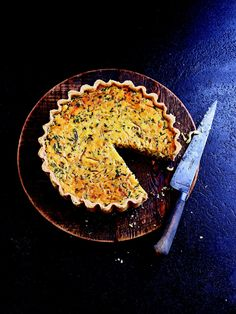 Shallot, Onion and Chive Tart - Three different alliums give this creamy tart a lovely range of savoury flavours, while the grainy mustard adds a note of sweetness. British Baking Show Recipes, British Bake Off Recipes, Great British Bake Off, Baking Recipes, Savoury Baking, Savoury Cake, Savory Tart, Savory Snacks, Paul Hollywood