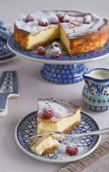 I love Boleslawiec Polish Pottery! Polish Pottery, Pottery Art, Pottery Making, Hand Painted Ceramics, Dinnerware, Sweet Treats, Favorite Recipes, Cake Plate, White China