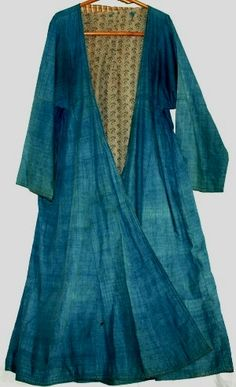 Indigo antique dress from Uzbekistan. That blue.almost a cross between indigo and cerulean.two of my fave blues.FAB robe of dignity. Mode Boho, Mode Chic, Indigo Dress, Bleu Indigo, Estilo Hippy, Vintage Outfits, Vintage Fashion, Mode Vintage, Mantel