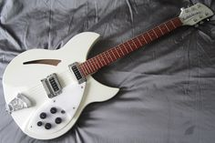 Rickenbacker 330 - White from RickySounds - Europe's Leading Rickenbacker Guitar and Bass Specialist