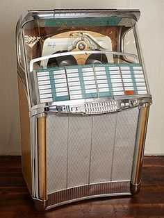 Vintage Wurlitzer Jukebox via Free People. I have one of the first jukeboxes made from the but this would be fun too. Vintage Music, Vintage Love, Retro Vintage, Vintage Stuff, Jukebox, Flipper, Music Machine, Radios, Record Players