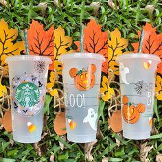 Starbucks Cup Design, Custom Starbucks Cup, Starbucks Tumbler, Halloween Cups, Starbucks Halloween, Disney Pumpkin, Disney Cups, Painted Cups, Cricut Craft Room