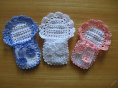 This Pin was discovered by Vio Baby Shower Favours, Baby Shower Souvenirs, Crochet Baby Dress Pattern, Crochet Baby Cardigan, Crochet Angels, Crochet Dolls, Small Baby Dolls, Knitting Patterns, Crochet Patterns