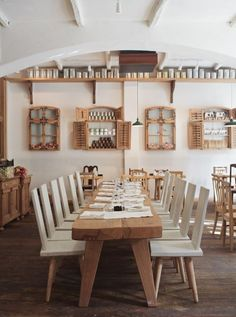 Decorating, Rustic Wod Table Lacrimi Si Sfinti White Side Chairs Unusual Racks ~ Beautiful Restaurant Design Ideas with Artistic Scheme Southern Restaurant, Rustic Restaurant, Restaurant Interior Design, Classic Restaurant, Industrial Restaurant, Grande Table A Manger, Cafe Bistro, Dining Room Design, Dining Area
