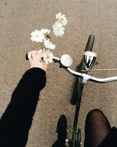 Find images and videos about flowers, bike and bicycle on We Heart It - the app to get lost in what you love. Poses, Selfie Foto, A Silent Voice, Retro Stil, Foto Instagram, Jolie Photo, Aesthetic Photo, Flower Aesthetic, Aesthetic Wallpapers