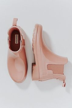 From classic rain boots to slim-fit ankle boots, explore the collection of women's waterproof and weather resistant footwear at Hunter today and find the perfect fit for you. Sock Shoes, Cute Shoes, Me Too Shoes, Shoe Boots, Shoe Bag, Shoe Closet, Pumps, Heels, Look Fashion