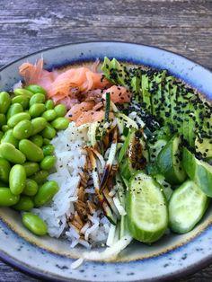 Edamame, Sushi Bowl, Good Food, Yummy Food, Poke Bowl, Salad Bowls, Lunches, Cobb Salad, Stuffed Peppers
