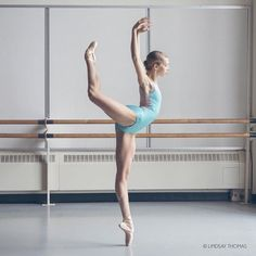 MacKenna Pieper with the Professional division students dancers with Pacific Northwest Ballet 💙💙 Ballet Poses, Dance Poses, Ballet Dancers, Ballerinas, Bolshoi Ballet, Ballet Pictures, Dance Pictures, Urban Dance, Dance Photography Poses