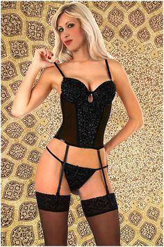 Abbigliamento da donna   http://www.abbigliamentodadonna.it/lingerie-guepiere-fashion-tulle-p-1082.html  Cod.Art.001134 - Lingerie guepiere fashion in tulle semitrasparente, caratterizzata dall'inserimento di fili luccicanti che ricoprono completamente il seno, l'addome e lo slip, per un effetto luminoso e molto accattivante. E' un modello sexy, dotata di reggicalze removibile e regolabile, un capo tradizionale per sedurre con fantasia.