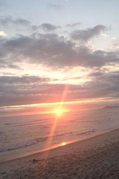 E em um instante o céu se abriu e o sol veio riscar o mar...Ele sempre lindo e soberano no por do sol....