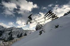 Skifahren und Snowboarden gehört definitiv zu den schönsten Beschäftigungen denen man im Winter bei uns nachgehen kann - perfekt wenn man dann auch noch im Berghotel Auenhütte direkt an der Skipiste wohnt... Mount Everest, Mountains, Travel, Winter Vacations, Ski, Nice Asses, Pictures, Viajes, Destinations