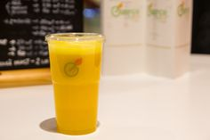 Mergi acum la Essence Fruit Bar si comanda un smoothie Green Energy, nu o sa-ti para rau!!!
