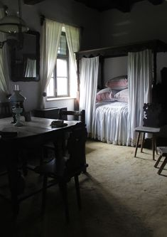 House from Bogyoszló Colonial Bedroom, Primitive Kitchen Decor, Interior And Exterior, Interior Design, French Interior, Historic Homes, Contemporary Interior, Traditional House, Decoration