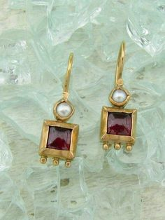 red gold earrings with garnets and pearls by Omiya … India Jewelry, Pearl Jewelry, Gold Jewelry, Jewelery, Jewellery Earrings, Jewellery Box, Jewellery Shops, Ancient Jewelry, Antique Jewelry