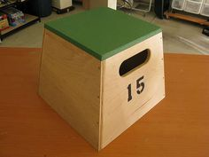 DIY Home Gym Equipment Plyometrics Box - from Instructables Beginner Woodworking Projects, Woodworking Classes, Diy Woodworking, Woodworking Videos, Woodworking Workshop, Woodworking Techniques, Diy Plyo Box, Diy Box, Home Gym Equipment