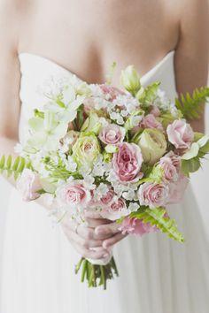 Róże, czosnki, ciemiernik i paproć